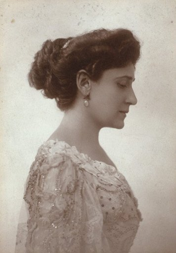 Photo of Bertha Kalich in an elegant dress